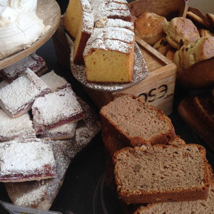 Gluten cakes and meringues