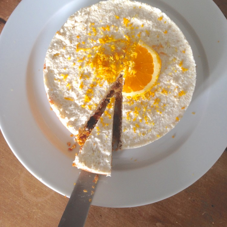 Raw carrot cake with cashew cream icing, healthy cream icing, how to make healthy icing