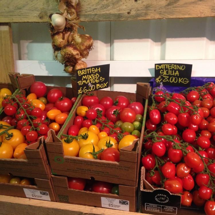 tomato and basil pesto salad, healthy salad recipe, healthy pesto salad, tomato salad