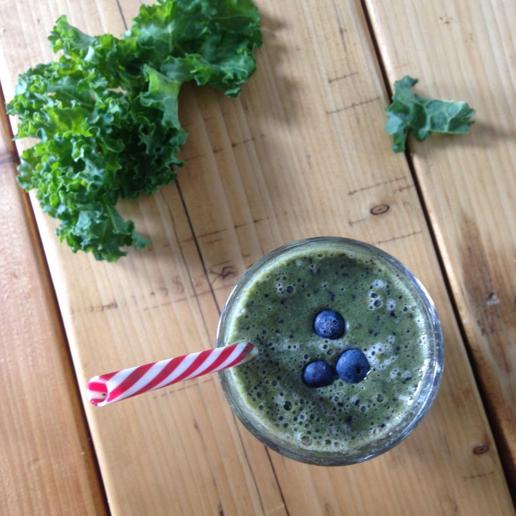 Blueberry & kale breakfast smoothie